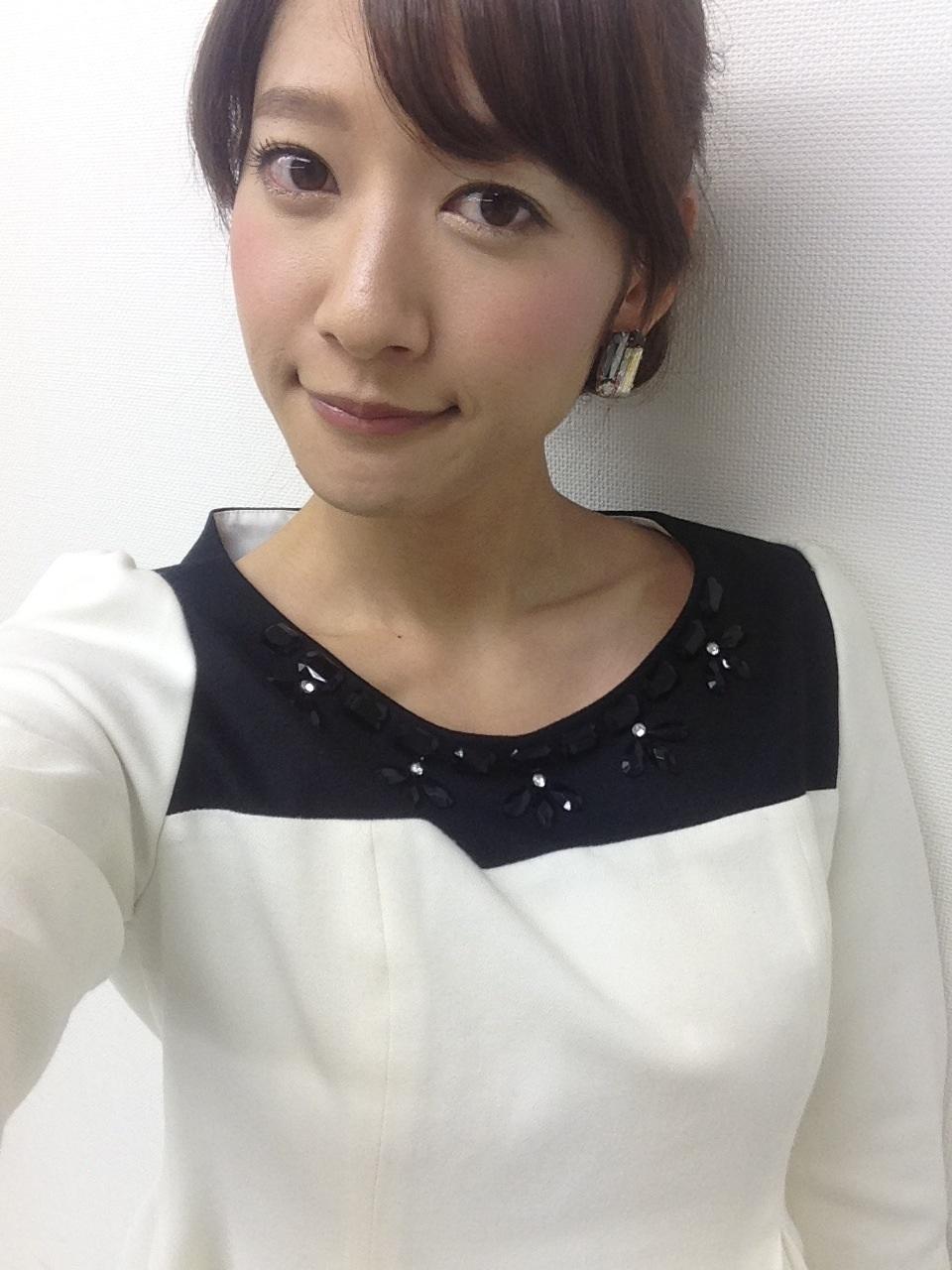 吉田明世の白い衣装